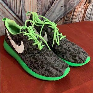 Boys Nike Lightweight Sneakers Size 6y